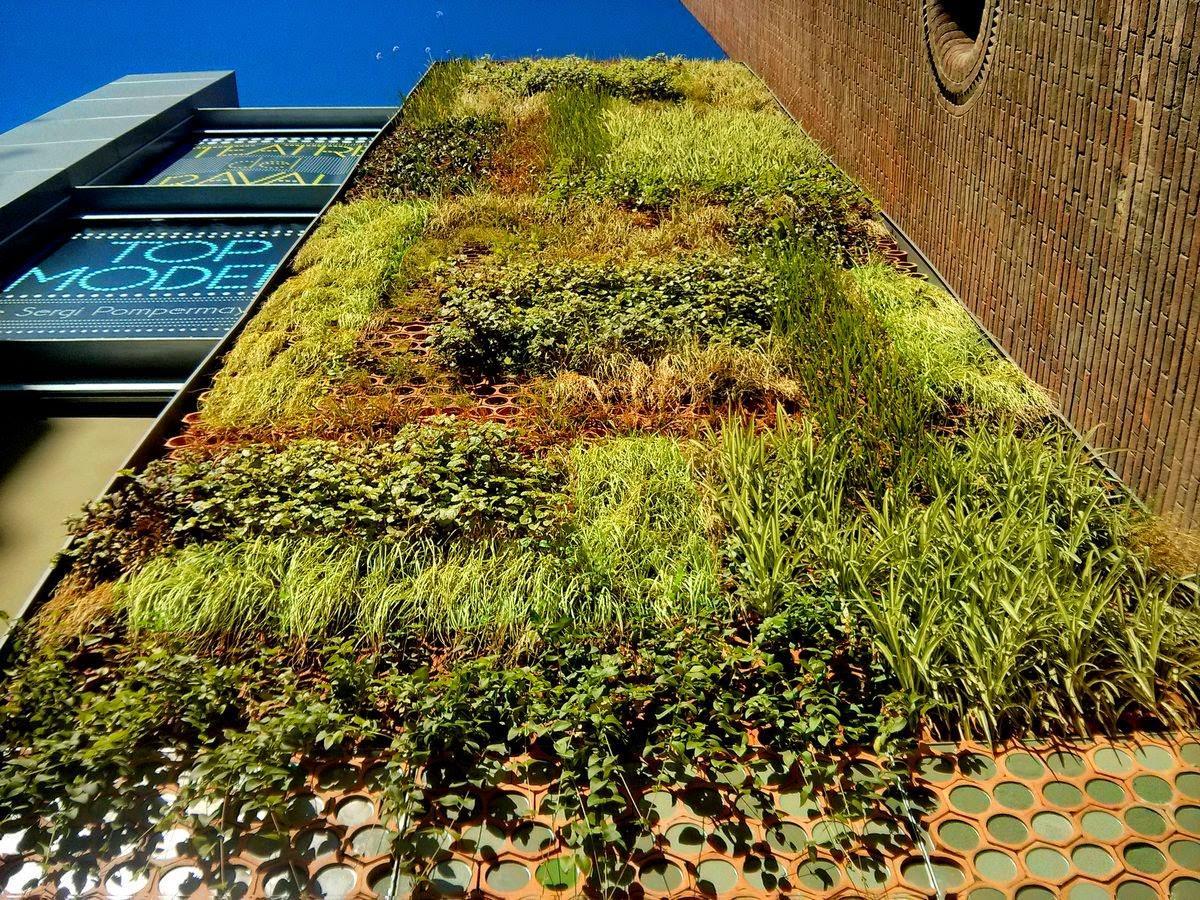 Jard n vertical en barcelona alicante forestal for Barcelona jardin
