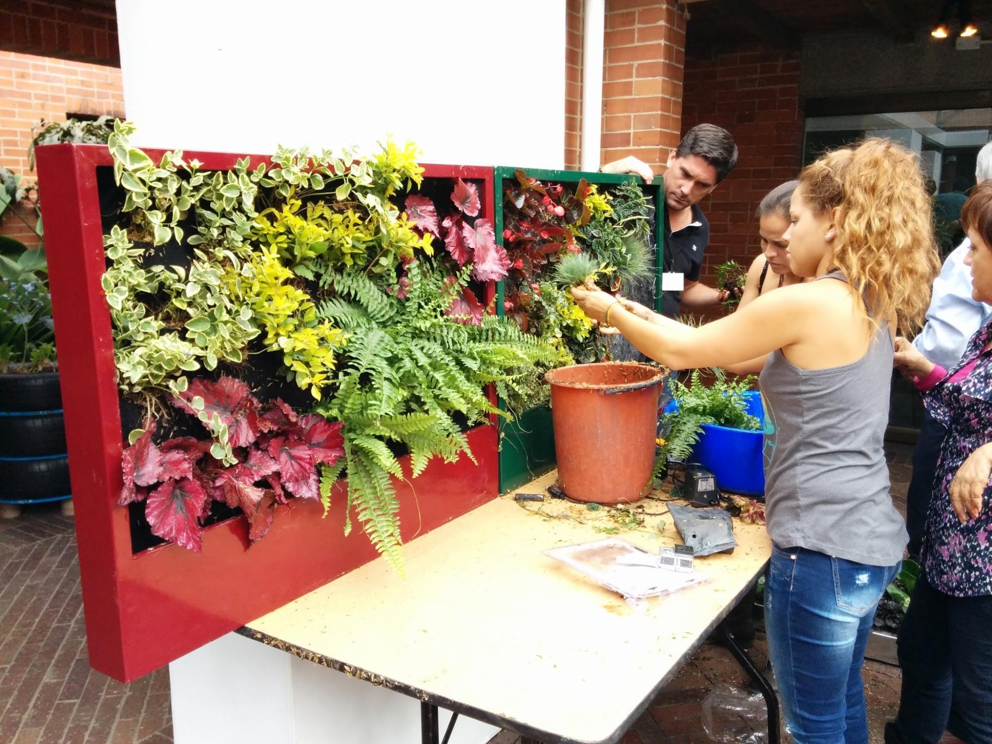 Curso de jardines verticales en bogot un xito for Paisajismo bogota